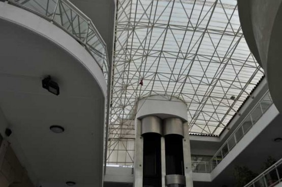Space frame roof for shopping center